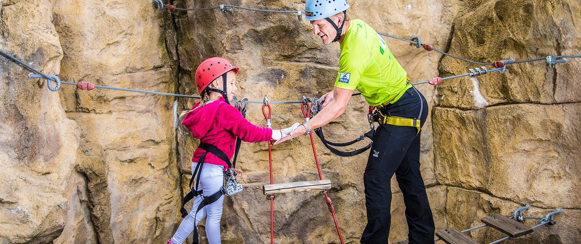 X-Move Boulderfelsen und Kletteranlagen, Sportkletteranlagen und Spielplatzbau